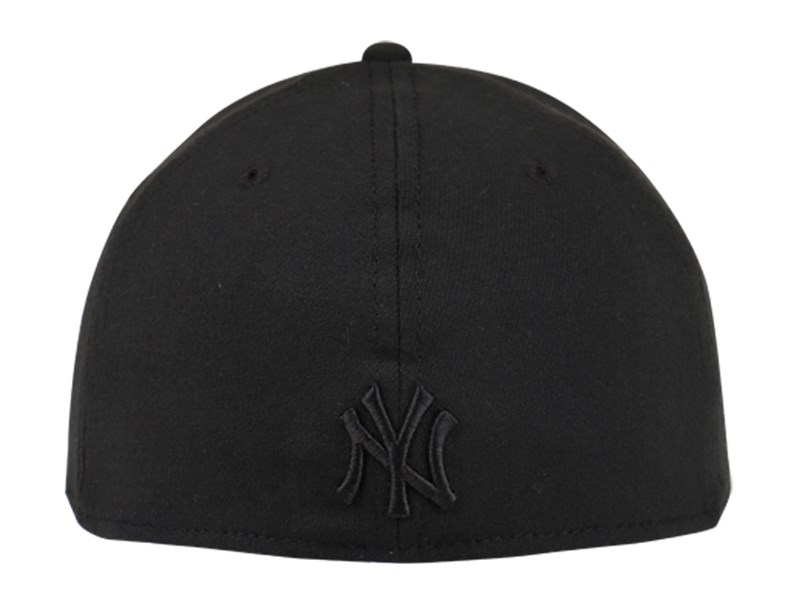 New York Yankees MLB Black on Black 39THIRTY Cap