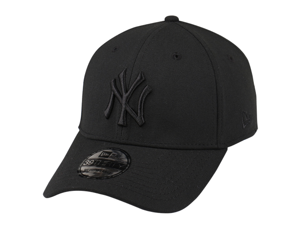 New York Yankees MLB Black on Black 39THIRTY Cap (ESSENTIAL ... a28dce8a51a